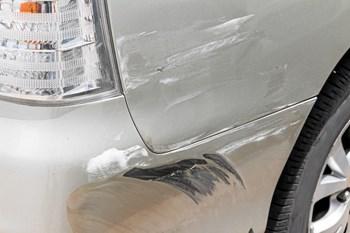 Ridser og lakskader på kofangere er blandt de hyppigste årsager til, at mange får en efterregning, når leasingbilen skal afleveres, viser en gennemgang af FDM. Foto: Colourbox