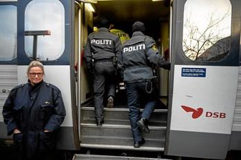 Foto: Mandag d. 4. januar 2016- - Grænsekontrol ved banegården i Kruså. ©2015 Palle Peter Skov.
