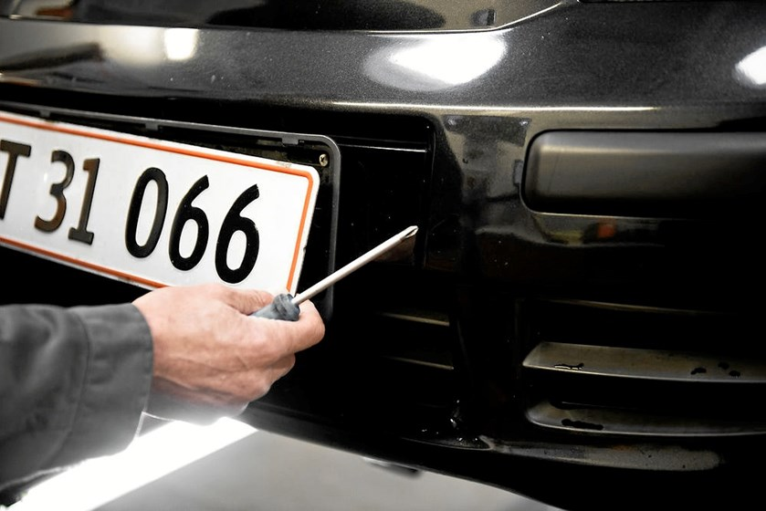 Færdselspolitiet i hovedstaden har i to måneder været overbærende med bilister uden fastspændte nummerplader.