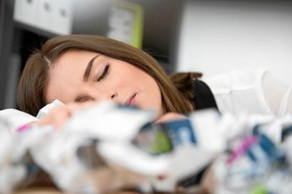 Sidder du mentalt og triller tommelfingre på jobbet, fordi opgaverne er ensformige? Det kan faktisk gavne dig selv, og dem du arbejder for, på sigt, hvis du lader tankerne vandre lidt.