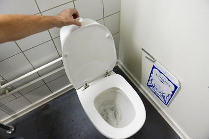 Danskernes vandforbrug falder drastisk, og det udgør et problem for kloakkerne