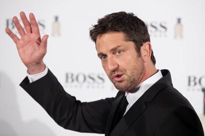 Kvinderne flokkes om skuespilleren, der nu også er parfumemodel