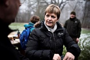 Eva Kjer Hansen bor tre timers kørsel fra sine tre døtre