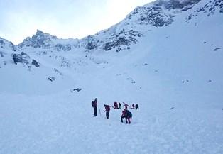 En lavine har lørdag ramt et skisportssted i Østrig og kostet fem tjekker livet