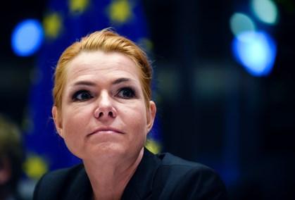 Den omstridte lov har allerede skadet Danmarks omdømme, så det er kun et plaster på såret, mener ekspert
