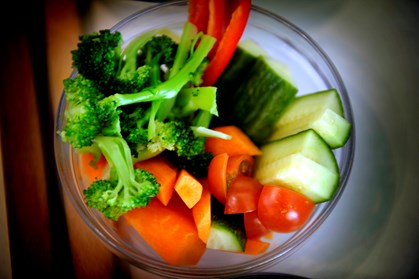 Kniber det med at få mand og børn til at spise grøntsager? Fortvivl ej. Med en blender og lidt kvindelist kan du nemt trylle maden grøn, uden at familien opdager det