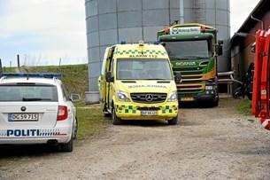 Landmand dræbt under lastbil