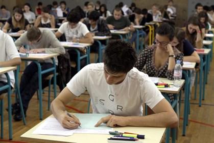 Særligt børn af ufaglærte får ikke taget afgangsprøven i dansk eller matematik, når de forlader 9. klasse.