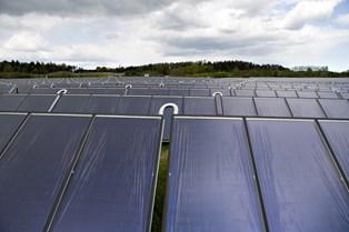 Et stort antal ansøgninger om tilskud til solceller får Folketinget til at gribe ind og bremse ordningen.