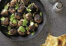 Hakket lammekød er udbredt i det tyrkiske køkken og i de fleste dele af Mellemøsten, og det er fremragende til frikadeller pga. kødets store aroma og modtagelighed over for masser af krydderier.