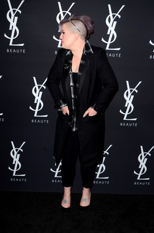 Britiske Kelly Osbourne giver sin mening til kende om sin fars nye elskerinde.