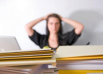 Langt flere kvinder end mænd er blevet chikaneret på arbejdspladsen det seneste år