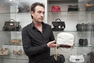 Mere bakteriefyldt end et toilet. Så ulækker er dommen over kvindens håndtaske, der tilsyneladende generelt er møgbeskidt