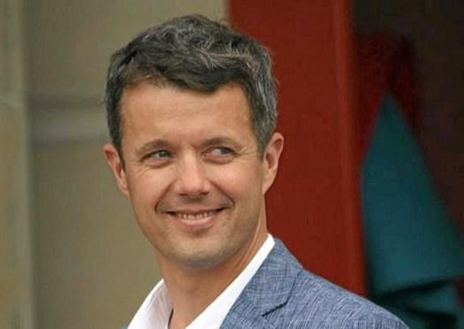 Den danske kronprins bliver fadder til svensk prins