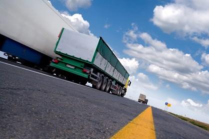 Rumænske myndigheder har givet forskellige meldinger om chauffør, som stjal entreprenørmaskiner i Jylland.