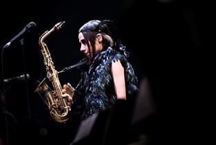 - Hvornår har noget sidst lydt så godt på Roskilde Festival, spørger Jyllands-Postens anmelder
