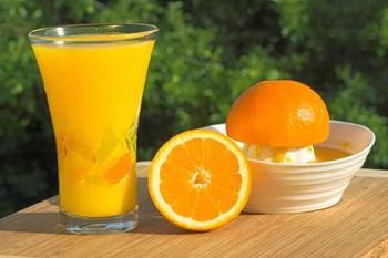 Juice indeholder også megen syre. Arkivfoto