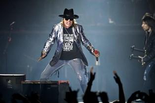 Politiet måtte anholde flere koncertgængere under lørdagens Guns N' Roses koncert