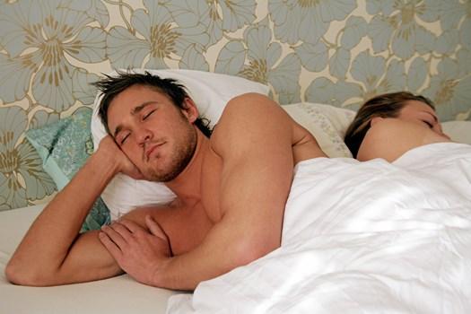 Der er en biologisk forklaring, hvis din mand er én af dem, der ikke vil hyggesnakke efter sex