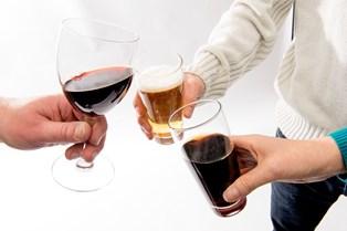Se hvor meget du skal bevæge dig for at forbrænde rødvin, øl og sodavand