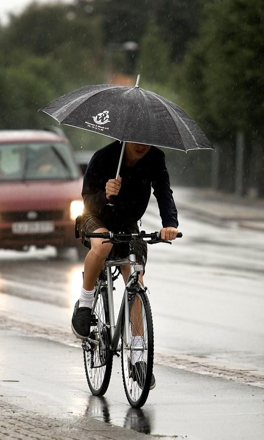 Weekendens vejr er kun godt nyt, hvis man kan lide gåture med paraply i regnvejr
