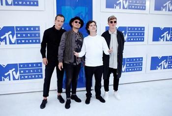 Lukas Graham og band ankommer til MTV Video Music Awards i New York. Foto: Eduardo Munoz/Reuters