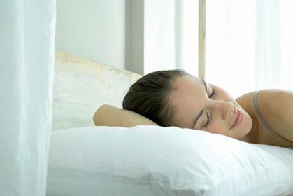 Det kan skade dit hår, at du lægger dig til at sove, mens det er vådt