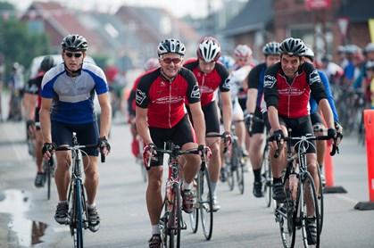 Det kan give ubehagelige, sovende fornemmelser, når mænd springer ud som racercyklister