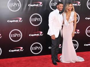 Sangerinden Ciara og manden Russell Wilson skal være forældre