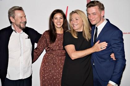 Jesper Christensen og Solbjørg Højfeldt modtog søndag Lauritzen Fondens hovedpriser og en stor pose penge
