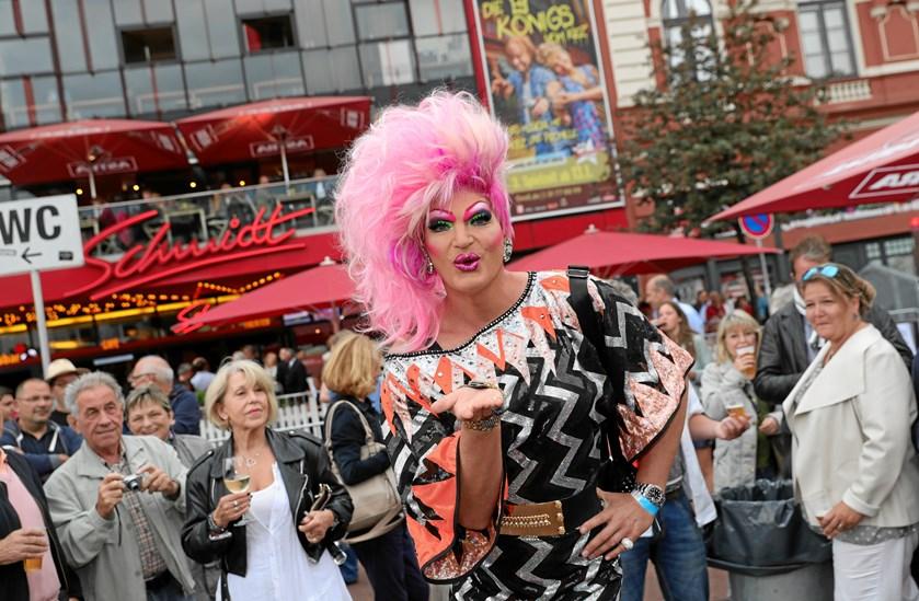 Dufttur i Wien, tagklatring i Stockholm eller drag queen-rundvisning i Hamborg?