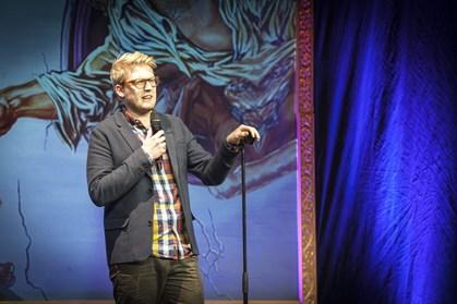 Komikeren Nikolaj Stokholm skal snart giftes, og det er blevet fejret med en polterabend