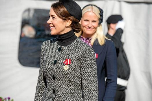 For at hverve indsamlere til Røde Kors, ringede kronprinsessen rundt til nordmændene