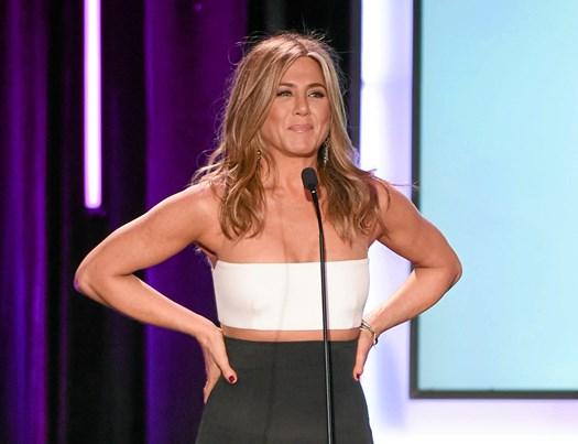 Stjernens veninde Courteney Cox og mand, Justin Theroux, raser over, at Aniston er trukket ind i Pitts brud