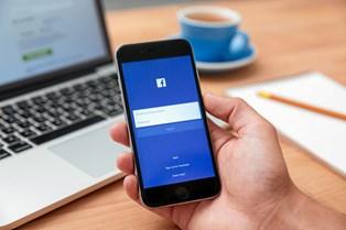 Arbejder du et sted, hvor det er helt acceptabelt at logge på Facebook i arbejdstiden? Så er du langt fra den eneste