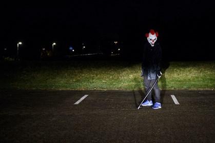 """På Facebooksiden """"Klovne i Danmark"""" kan man se, hvor i landet de skræmmende klovne er på spil"""