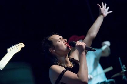 """Melanie C overraskede alle, da hun dukkede op og sang med på MØs fortolkning af """"Say You'll Be There"""""""