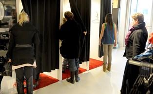 15 pct. af danske unge har sendt tøj tilbage til butikken, selv om de har gået med det