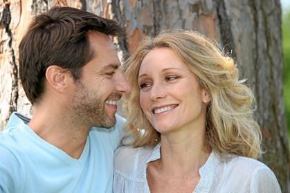 Menneskets hjerne er biologisk programmeret til konstant at være på udkig efter den perfekte partner til at føre arten videre, og videnskaben har faktisk kortlagt, præcis hvad det er, mænd finder fysisk attraktivt ved kvinder