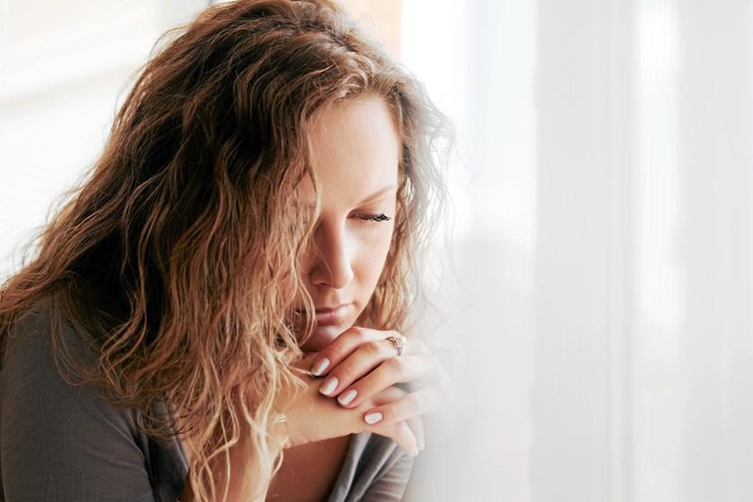 Det kan være svært at håndtere, hvis en ven eller et familiemedlem mister en, de har kær, men her giver familieterapeuten sine gode råd.