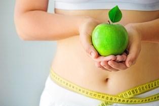 Om du er hoppet på palæokuren, low carbo hight fat, kålkuren eller tæller kalorier, så kan du lige så godt droppe det igen, er forskernes anbefaling. Det er noget mere langvarigt, der skal til, hvis vægten skal ned - og blive der.