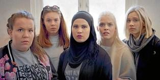 """Det er et enormt tilbageskridt, at danske unge er afskåret adgang til tv-serien """"Skam"""", mener Bertel Haarder."""