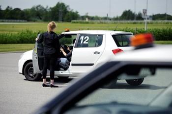 Foto: Henrik Bo Køreteknisk Anlæg på Lufthavnsvej i Nørresundby. Kørelærer Line Østerdal fra Driving Acadamy i Aalborg og hun kan træffes på 20992509 hvis i vil snakke med hende.