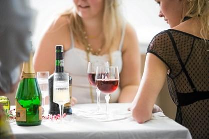 Det kan medføre mange forskellige sygdomme, hvis du har et alkoholoverforbrug. Læs her, hvor grænserne ligger.