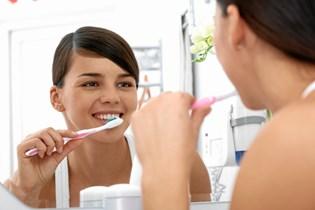 Det kan nemlig skade tænderne, siger eksperter.