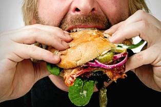 Er du over- eller undervægtig og bruger du mad til at tackle dine svære følelser, så kan det være tegn på, at dit forhold til mad skal op til revurdering.