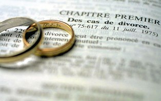 Mange tror, at det er i ægteskabet, at partnerens gæld udgør en risiko for privatøkonomien. Men faktisk er det i en helt anden situation, at gælden kan ramme hårdt - nemlig i tilfælde af skilsmisse.