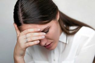 Ti gode råd kan hjælpe dig til, hvordan du tackler det at have en ven eller et familiemedlem, der lider af depression.