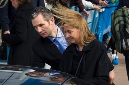 Skattesnyd koster Iñaki Urdangarín seks år bag tremmer, mens hans kone, prinsesse Cristina, slipper for straf.