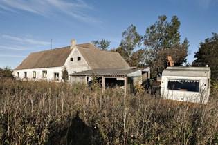 Kommunerne estimerer, at der hvert år vil komme omtrent 2500 flere tomme huse i landområderne.